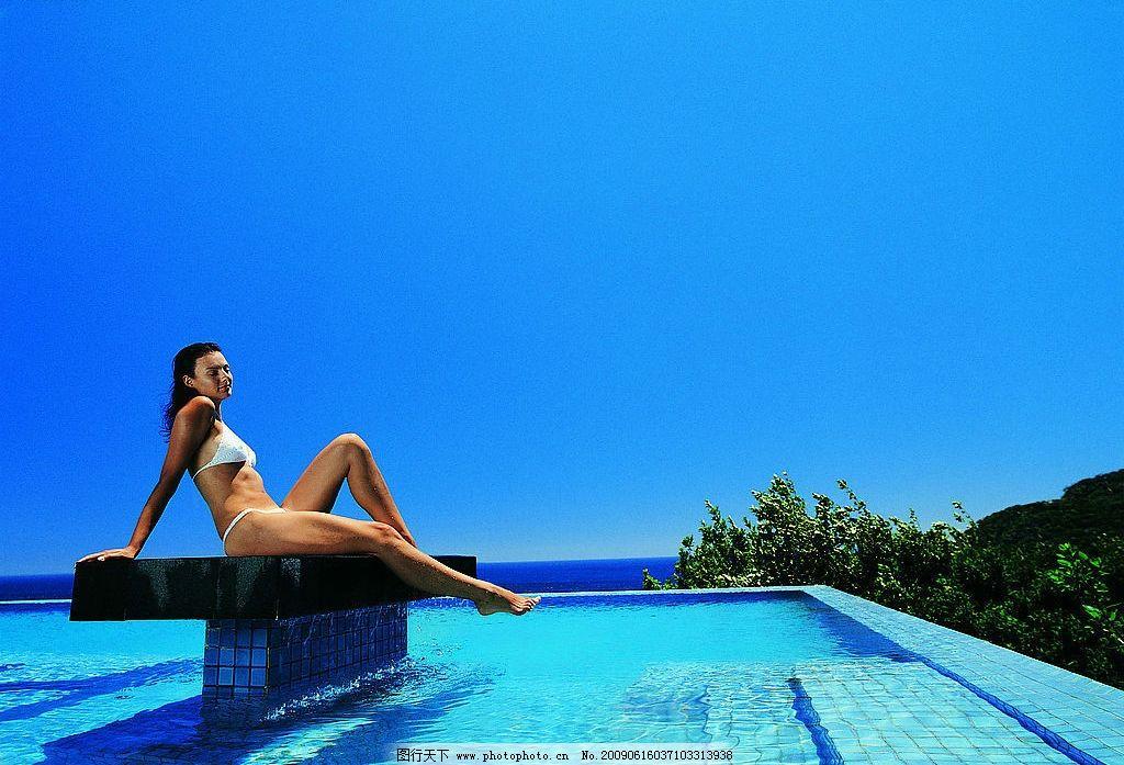 女模特 女人 模特 海边 浴场 风光 夏天 胸罩 poss 生活百科 娱乐休闲