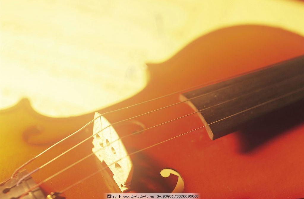 夕阳照射下的小提琴 小提琴 提琴 琴弦 夕阳 阳光 温暖 慵懒 小资图片