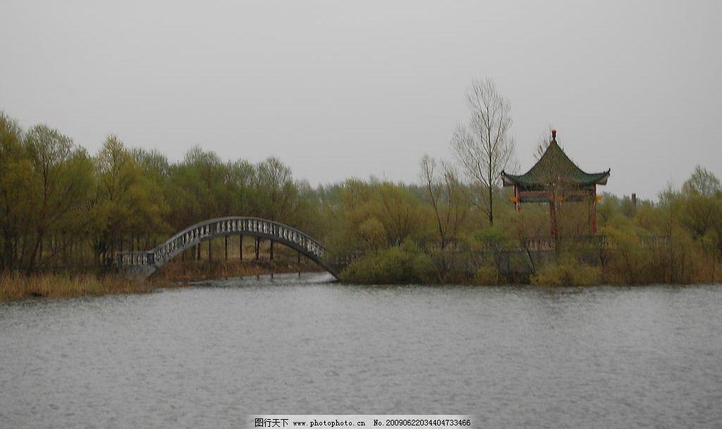 风景 水 阴天 阴天风景 照片 景区 度假村风景 水池 池塘 小桥
