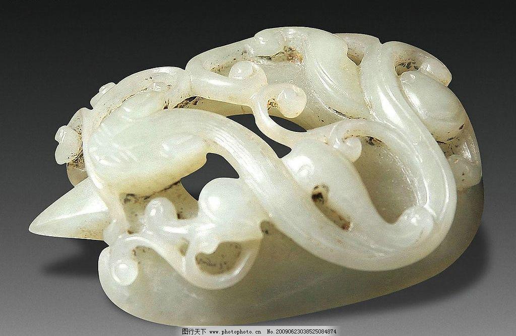 清 青玉雕螭虎纹鸡心佩图片