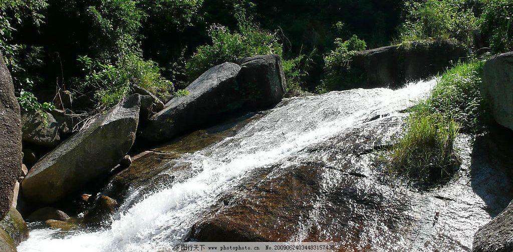 山水风景  流动的水 山谷 山头 树林 树木 旱平水库 茂名市 电白县 观
