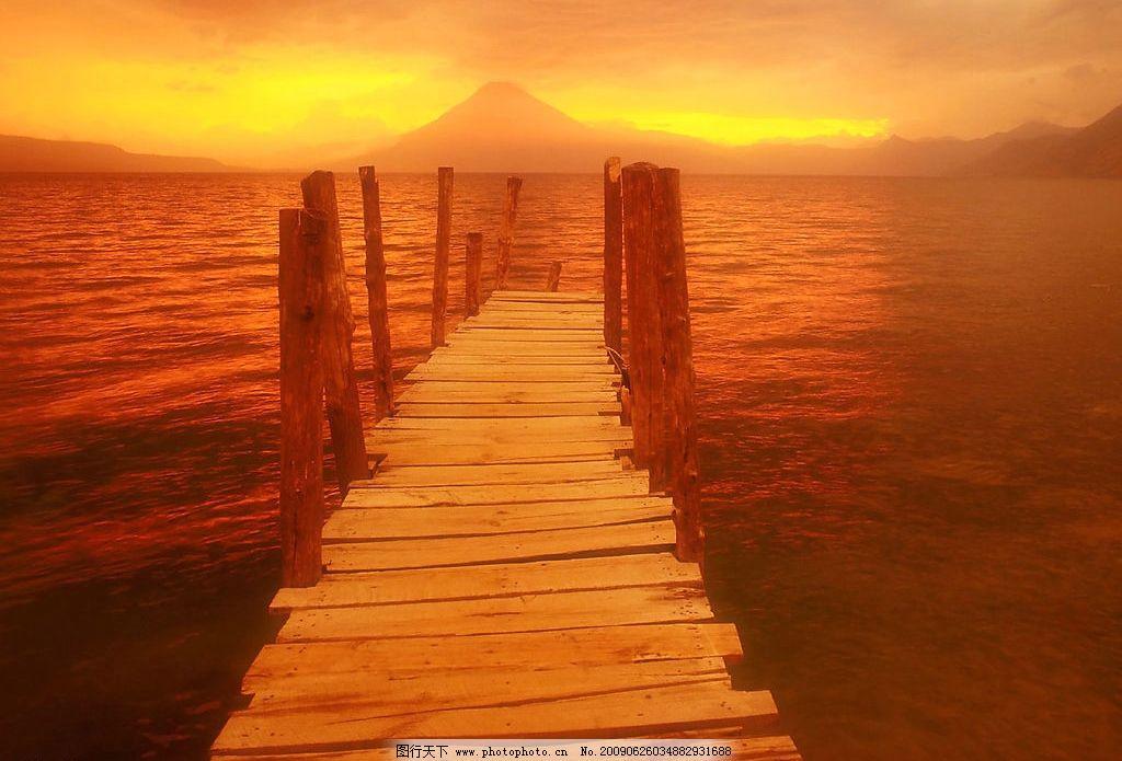 海边风景 美丽风景 日出 海边 沙滩 海水 蓝天 白云 云层 天空 木桥